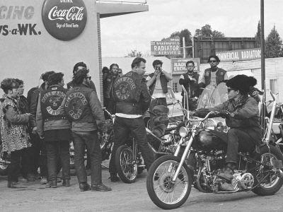 bill-ray-hells-angels-motorcycle-gang-members-hanging-out-in-a-parking-lot