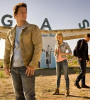 Transformers-4-Age-of-Extinction-Mark-Wahlberg-Jack-Reynor-and-Nicola-Pelt
