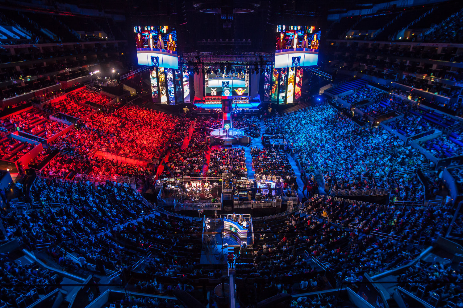 Oniracom identity revision not revolution solutions for dreamers today the esports industry is on the rise to billions with an expected growing rate of 30 over the next five years fandeluxe Gallery