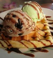 Ice_cream_and_waffle